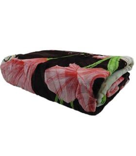 نمای روبرو پتو یک نفره گل دار طرح برجسته نرمین رنگ قهوه ای - کرمی
